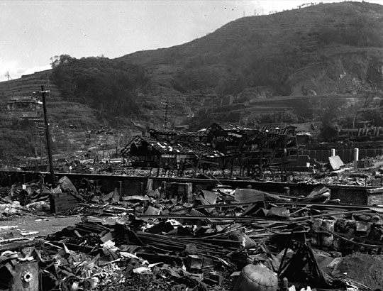 nagasaki atomic bomb. to that of the atomic bomb